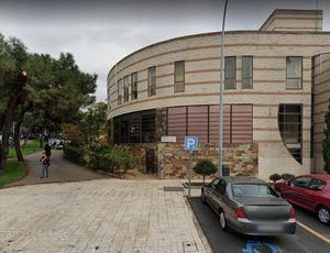 El Centro de Salud de Collado Villalba Estación, cerrado por las tardes tras detectarse un brote de COVID19