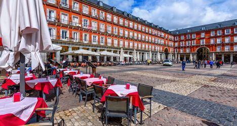 La Comunidad hará obligatoria la mascarilla en restaurantes y permitirá seis personas por mesa en terrazas