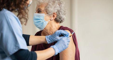 La Comunidad diseña el dispositivo para vacunar a más de 30.000 dependientes no institucionalizados