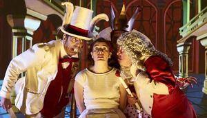 El Teatro Municipal de Moralzarzal acoge este sábado 'Alicia', un espectáculo para toda la familia