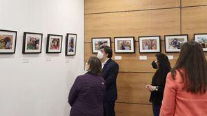 La Biblioteca Ricardo León de Galapagar acoge la muestra fotográfica 'Miradas de Tanzania'