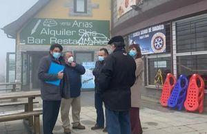 David Pérez visita Cercedilla para mostrar su apoyo a los municipios afectados por el cierre de las pistas