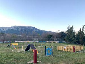 El Escorial estrena dos parques caninos en La Manguilla y Los Arroyos