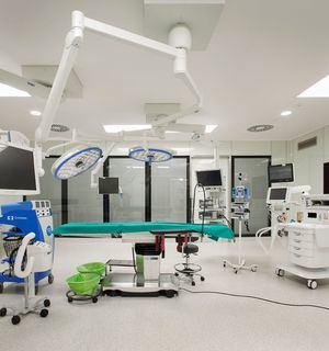 El bloque quirúrgico del Hospital Universitario General de Villalba sigue operando al más alto nivel en una zona libre de COVID