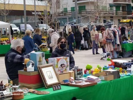 Casi 2.400 personas visitaron el sábado el Rastro Gigante de Collado Villalba en su reapertura