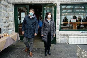 Ayuso y Mañueco visitan el Puerto de Navacerrada para pedir al Gobierno central que rectifique con la cesión de las pistas de esquí