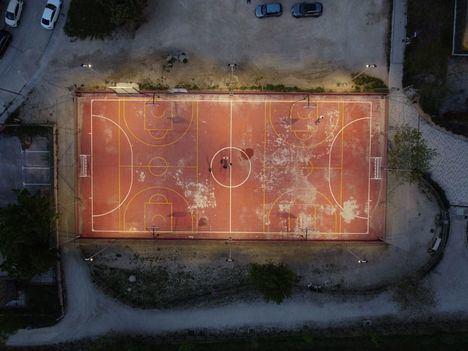 Las pistas deportivas de La Encina, Los Enebros y Valle del Roncal en Las Rozas estrenan iluminación LED
