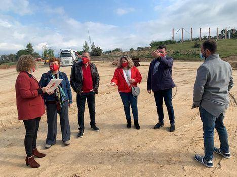 El PSOE de Las Rozas visita las obras de la parcela Kodak con el diputado Rafael Gómez Montoya