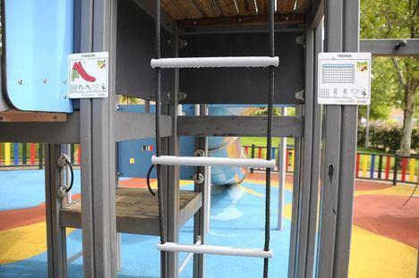 Boadilla instala pictogramas en los parques para facilitar el acceso a niños con Trastornos del Espectro Autista