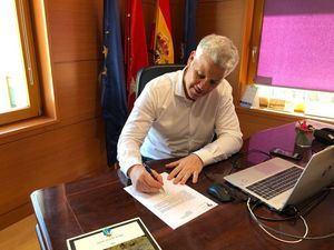 El alcalde de Torrelodones, Alfredo García-Plata, felicita por carta a Isabel Díaz Ayuso por su victoria