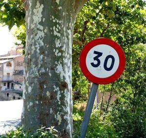Collado Villalba emprende una campaña para informar de los nuevos límites de velocidad en las calles