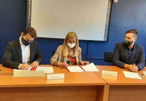Collado Villalba renueva el convenio con la Comunidad de Madrid para seguir tramitando el Carnet Joven