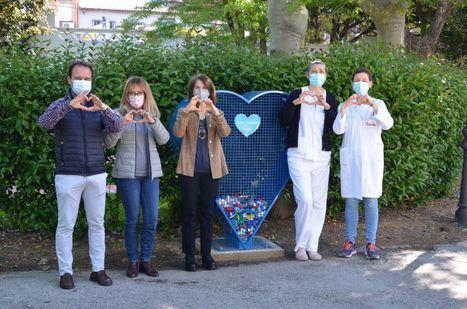 Guadarrama instala dos corazones para la recogida solidaria de tapones