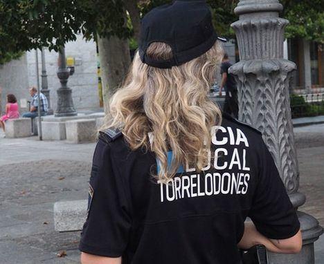 La Policía de Torrelodones identifica a varios jóvenes por los actos vandálicos del fin de semana en la calle Señora Sergia