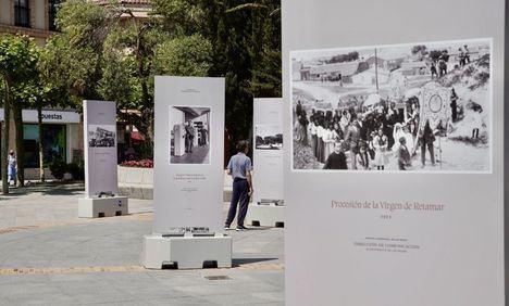 Una muestra fotográfica en la plaza de España propone un paseo por el pasado de Las Rozas