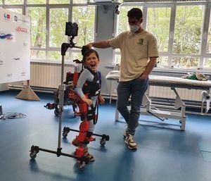 Un exoesqueleto pediátrico, la oportunidad para que niños como Jorge, de Torrelodones, puedan tener una vida mejor