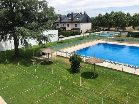 La piscina municipal de Navaarmado de El Escorial abre con limitación de aforo, turnos y cita previa