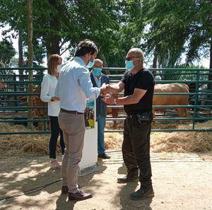 El director general de Agricultura y Ganadería visitó la IV Feria del Ganado de El Escorial