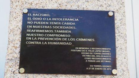 El Ayuntamiento de Torrelodones restituye la placa en homenaje a Félix López Muñoz