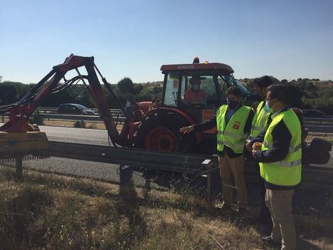 La Comunidad prevé desbrozar 3.000 kilómetros de márgenes de carreteras regionales
