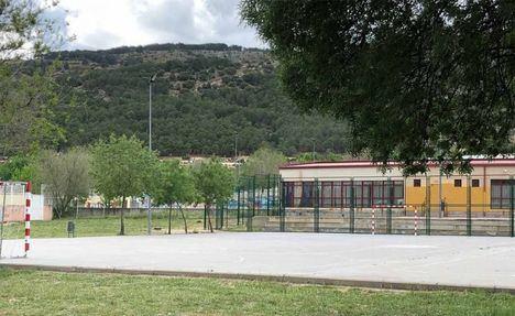 Las pistas deportivas del IES Carmen Martín Gaite de Moralzarzal se abren en horario extraescolar