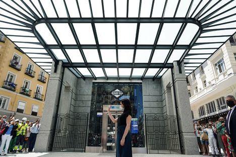Tras casi tres años de obras, abre a los viajeros la estación de Metro de Gran Vía, una estación tecnológica y accesible