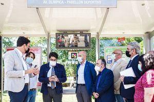 El Consorcio de Transportes presenta un sistema de información en paradas de autobús para personas con discapacidad visual