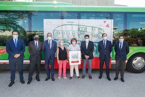 La Comunidad homenajea a las personas con discapacidad en un autobús de la línea Majadahonda-Pozuelo