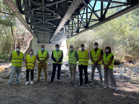 La Comunidad de Madrid rehabilita el histórico puente de hierro sobre el río Lozoya en Rascafría
