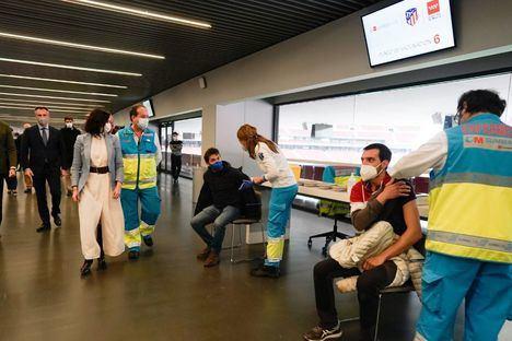 La Comunidad seguirá vacunando en el Wanda Metropolitano aunque haya comenzado la temporada de Liga