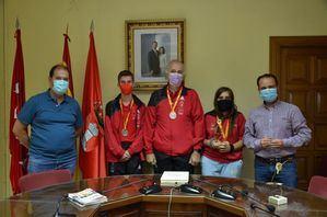 El alcalde de Guadarrama agradece sus triunfos a los deportistas del CETM Sierra de Guadarrama