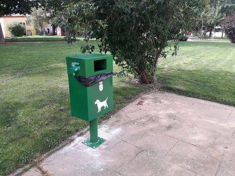 San Lorenzo de El Escorial instala 50 nuevos sanecanes en zonas verdes
