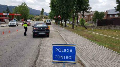 La Policía de Moralzarzal inicia una campaña de control sobre distracciones al volante
