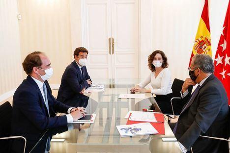 Isabel Díaz Ayuso se reunió en la Real Casa de Correos con el alcalde de Las Rozas, José de la Uz