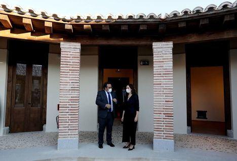 Isabel Díaz Ayuso inaugura en Boadilla del Monte la Casa de las Aves del Palacio del Infante don Luis