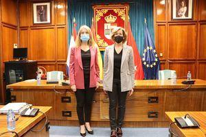 La alcaldesa de San Lorenzo recibe a la nueva Presidenta de Patrimonio, Ana de la Cueva