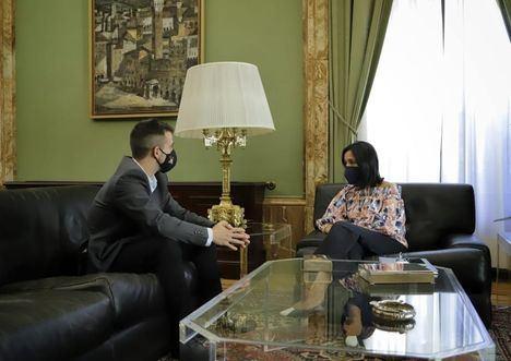 El alcalde de El Escorial mantiene su primera reunión con la delegada del Gobierno en Madrid