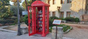 La Cabina de intercambio de libros de Hoyo de Manzanares vuelve a abrir sus puertas