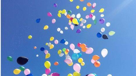 Globos para celebrar que Collado Villalba es Ciudad Amiga de la Infancia
