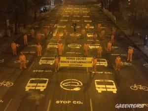 Pintada urbana de Greenpeace el Día sin coches