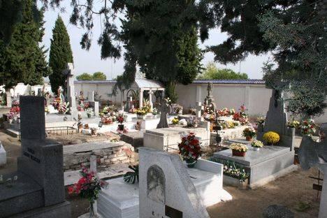Ampliación de horarios de cementerios durante el puente de Todos los Santos