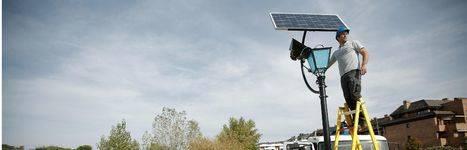 Farolas solares se incorporan a la red de alumbrado público