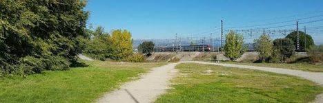 Nuevo parque infantil y área canina junto a la calle Valle del Roncal