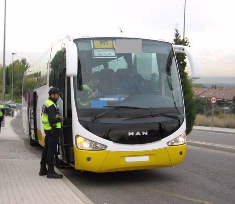 La práctica totalidad de los autobuses escolares supera la inspección municipal