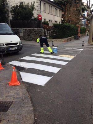 Repintado de paso de peatones en El Escorial