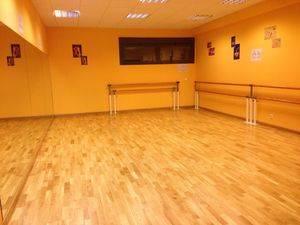 Renovado el parqué de las dos aulas de baile de la Escuela de Música