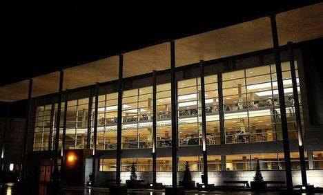 La biblioteca Miguel Hernández amplia su horario en fecha de exámenes
