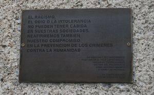 Placa en memoria de las Víctimas en la Biblioteca José de Vicente Muñoz