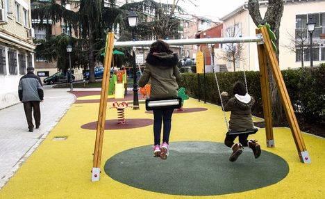 Los vecinos de La Fuentecilla estrenan parque infantil