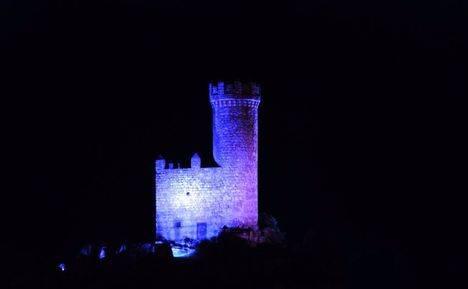 Este domingo se ilumina de azul la Torre de los Lodones